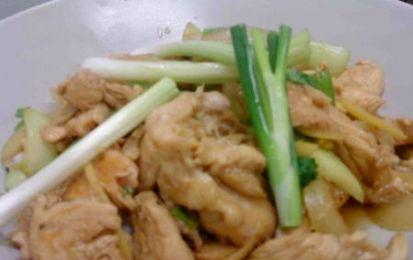 Pollo al cocco e lemon grass facile - Facile ricetta per preparare il pollo al altte di cocco e lemon grass, derivato dalla cucian thailandese è stato  semplificato di molto per permettere di prepararlo senza problemi in casa.