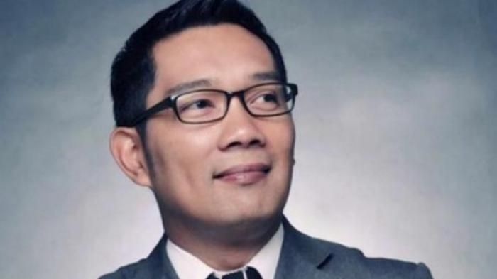 Ridwan Kamil - Pakai Busana Ini, Kang Emil Dibilang Reinkarnasi Soekarno