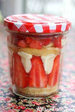 Fraisier A Emporter! Une tellement bonne idée! #fraise #lunchbox #DIY
