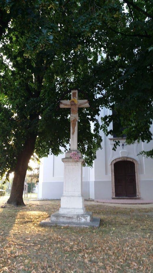 Templom előtt, Bakonyszücs