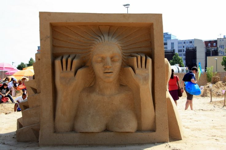 Sandstation, exposição de esculturas de areia.  Sand festivals or festivals of sand sculpture are exhibitions of sculptures made of sand carried out in various places around the world. These events usually include a competition.  Traditional sand sculptures are sandcastles. However, at sand festivals one may see virtually any kinds of sculptures you would expect to see in stone, bronze or wood. Wikipedia