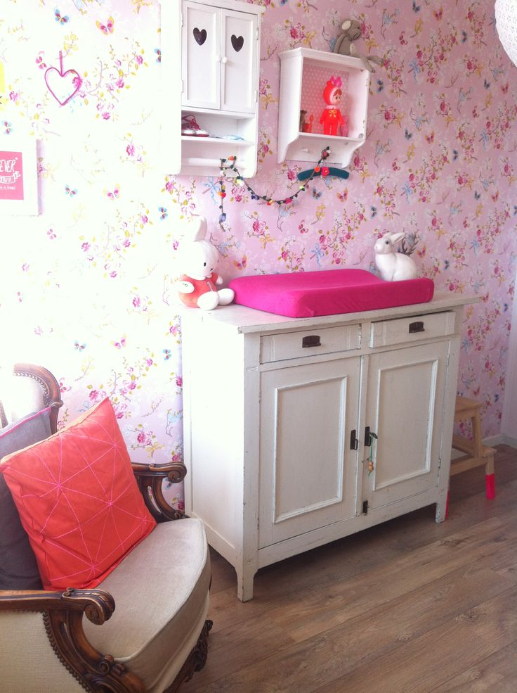 Little girls bright pink bedroom with lovely Pip Studio floral wallpaper #nursery
