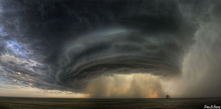 A Supercell Thunderstorm Cloud Over Montana   Image Credit & Copyright: Sean R. Heavey