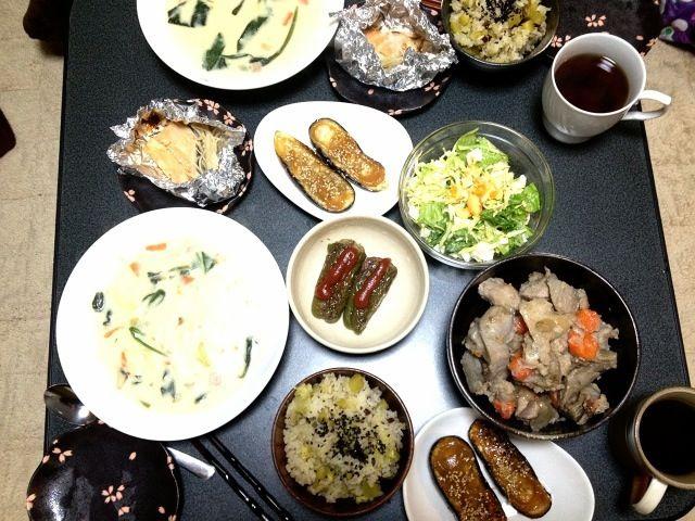 秋メニュー! - 7件のもぐもぐ - シチュー、鮭のホイル焼き、ピーマンの肉詰め、ナスの田楽、煮物、サラダ by はなしゃむしゃむ