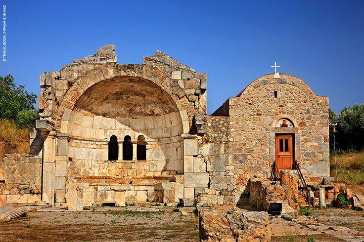 ΚΑΛΥΜΝΟΣ...Ο,τι απέμεινε από τον Χριστό της Ιερουσαλήμ μαζί με το αναστηλωμένο εκκλησάκι της Υπακοής πατούν πάνω στο ιερό του Απόλλωνα