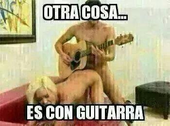 Otra cosa... es c/guitarra!!
