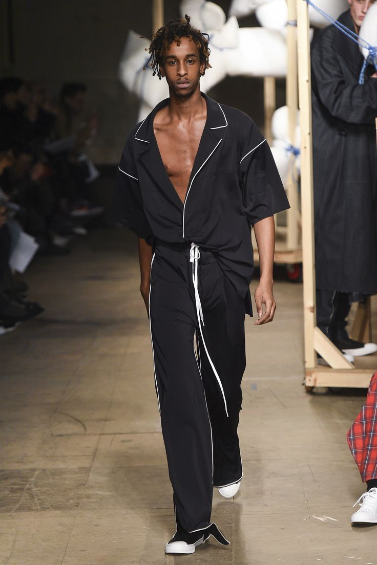 See the complete MAN Fall 2017 Menswear collection.