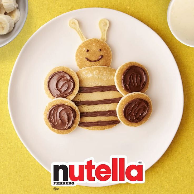 Everyone knows how good Nutella® tastes on bread but there are also loads of other creative recipes to try out. Cute Food, Good Food, Yummy Food, Kreative Desserts, Food Art For Kids, Easy Food Art, Pancake Art, Nutella Recipes, Toddler Snacks