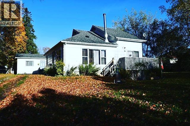 Great starter or retirement home, right in the village of Coboconk on a quiet street where you can walk to swimming & boating. Eat-in kitchen, 2 bedrooms & 1 washroom, bunkie has 2 pc bathroom & living room 23.7x13.7 heated and insulated. Nice lot with view of lake.⠀ ⠀ Like and follow us for further details and call our team manager, Alicia at 705-328-3800 ext 103 to book your showing!⠀ ⠀ #TeamBradBird #homeforsale #lindsayontario #ontariomls #ontariorealestate #realestate #kawarthalakes…