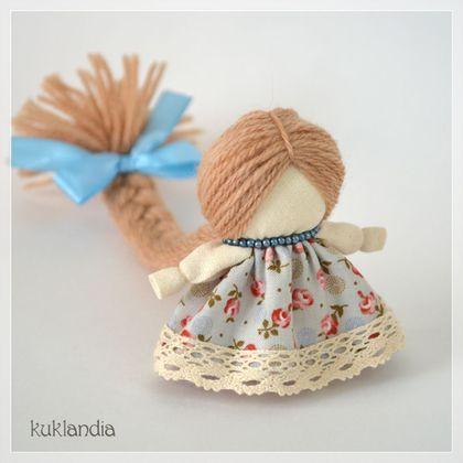 Купить или заказать Куколка на счастье в интернет-магазине на Ярмарке Мастеров. Куколка на счастье – русская народная кукла-оберег. Длинная коса символизирует красоту, здоровье и долгую жизнь. Куколка приносит счастье и помогает выбрать верный жизненный путь. Является личным оберегом.