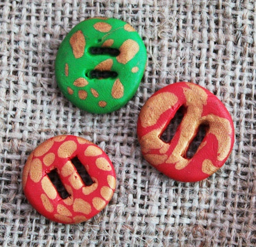 3 red, green and gold handmade buttons. £0.50p