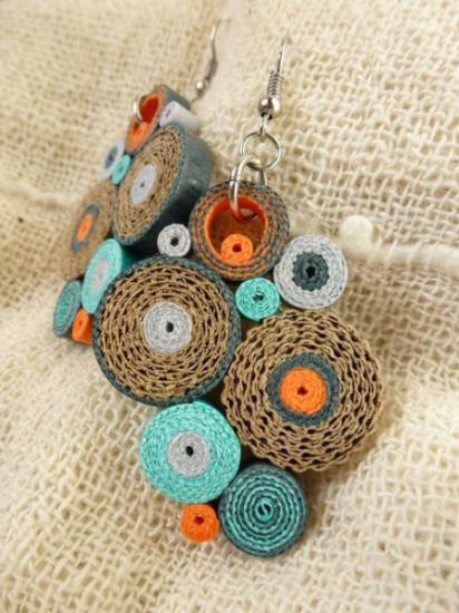 orecchini cartoncini colorati,cartoncino ondulato,gancio color acciaio filigrana di carta