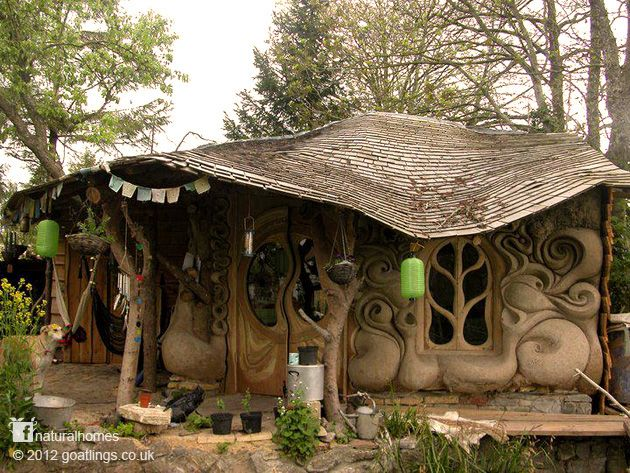 Sculpted cob house in Somerset, England
