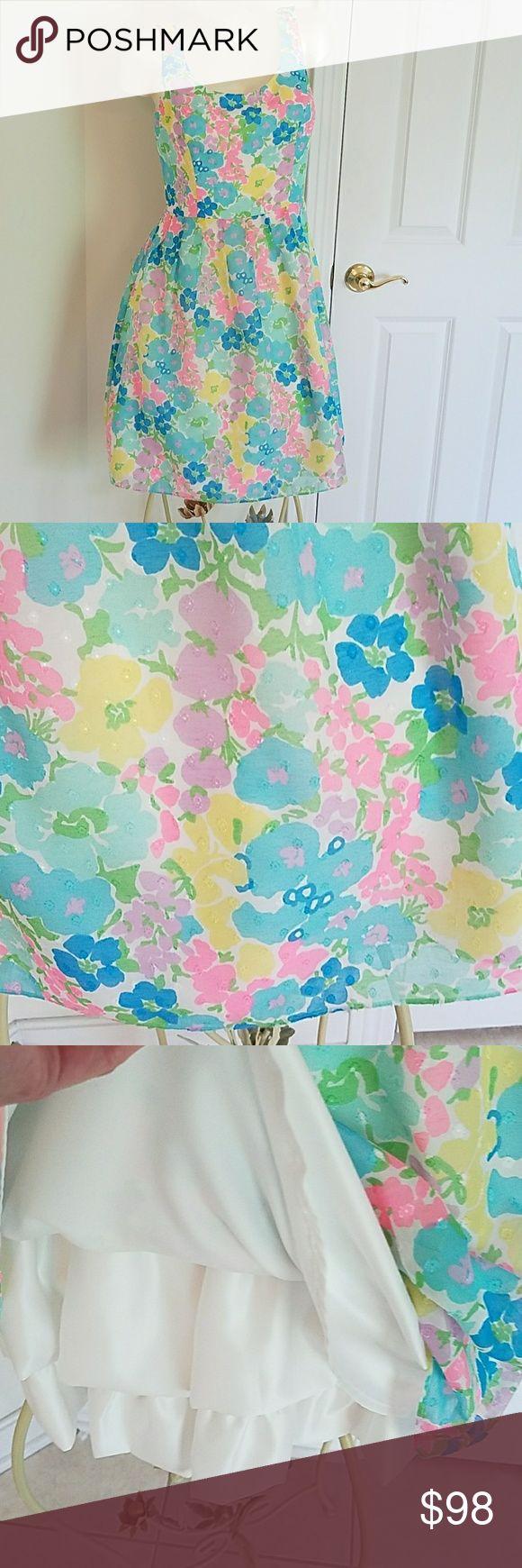 "SALE  Lilly Pulitzer Dress sz 6 floral print Lilly Pulitzer Dress sz 6. 37""long, armpit to armpit 17.5"", waist 29"",hip 45"", sweep 55"". Floral print. Lilly Pulitzer Dresses"