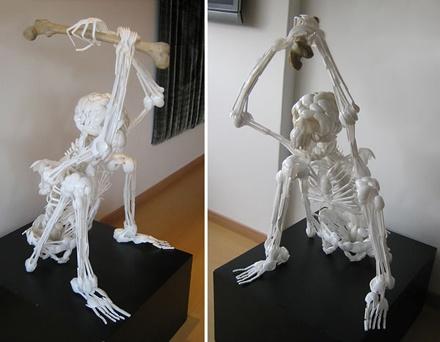 プラスチックで作られたガイコツ「Plastic Utensils Sculptures」