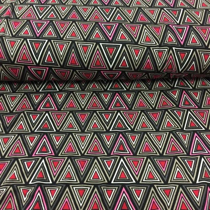 Bedrukte jersey met driehoekjes rood/roze/khaki/zwart - Megastoffen.nl