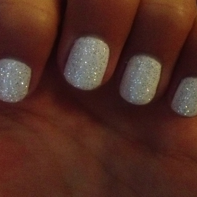 Glitter White Nails So Easy Just Sprinkle Some On Top Of Wet Nail Polish Let Dry Then Put A Coat Designs In 2018 Pinterest