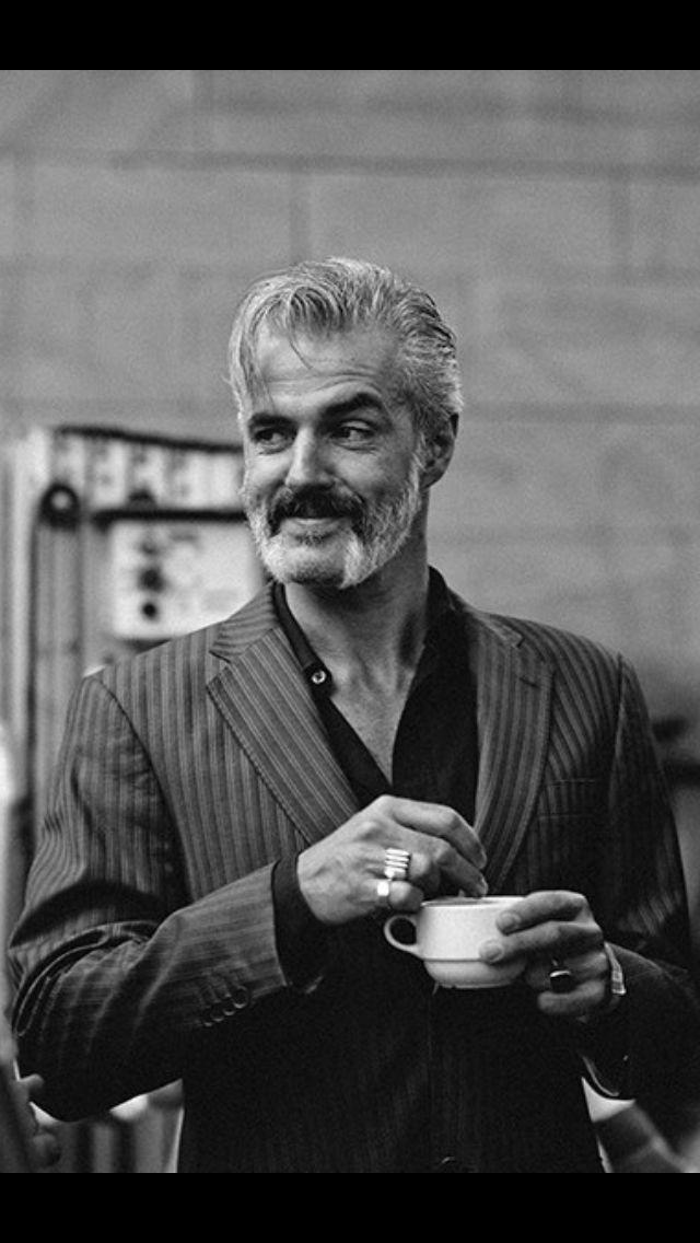Zelfs koffie drinken doet hij sexy - Ruben Block