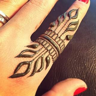 Easy finger henna                                                                                                                                                      More #HennaTattooIdeas