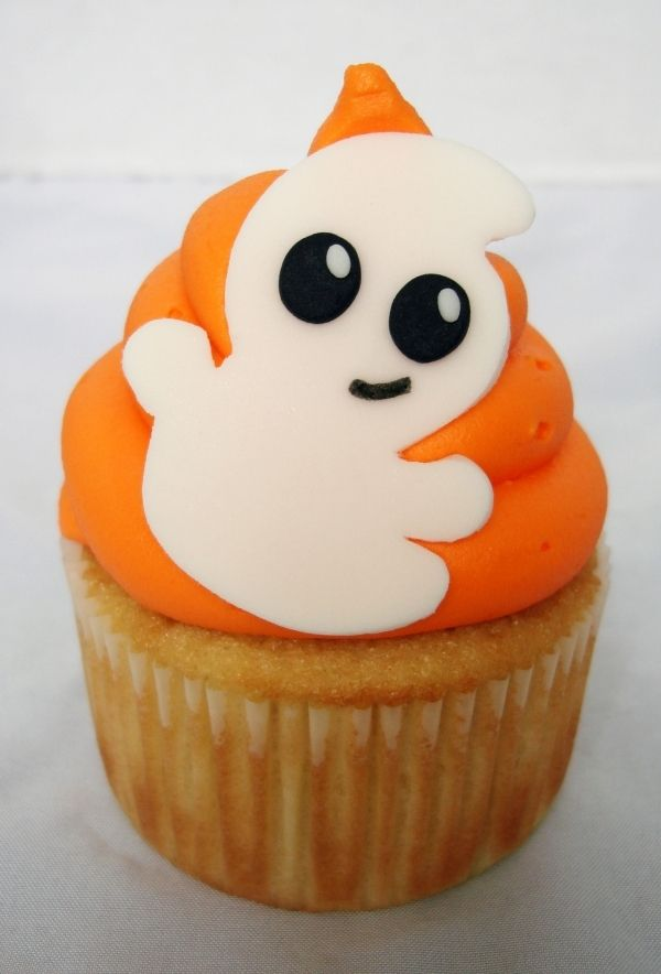 a completely adorable ghostie cupcake for halloween i wish i could have a couple of those - Decorating Cupcakes For Halloween