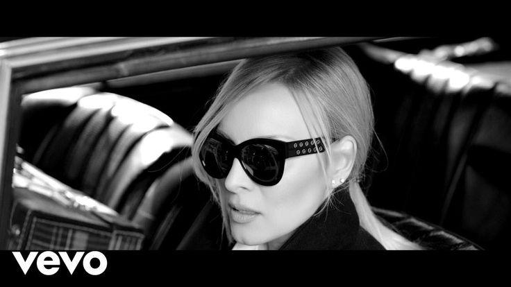 Πέγκυ Ζήνα - Μη μ' ακουμπάς (Official Music Video)