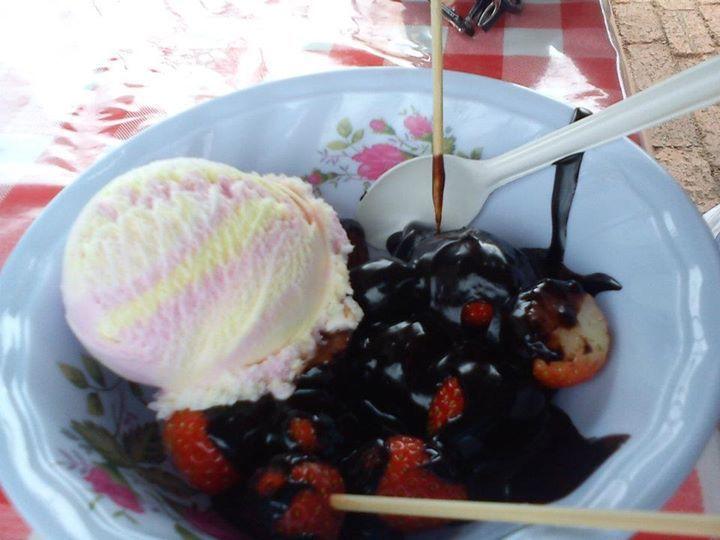 ice cream fruits