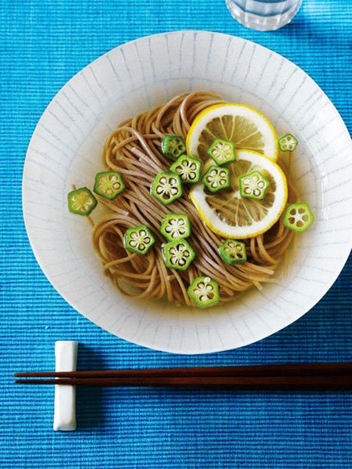 輪切りで浮かべた、 オクラとレモンが涼しげ|『ELLE a table』はおしゃれで簡単なレシピが満載!