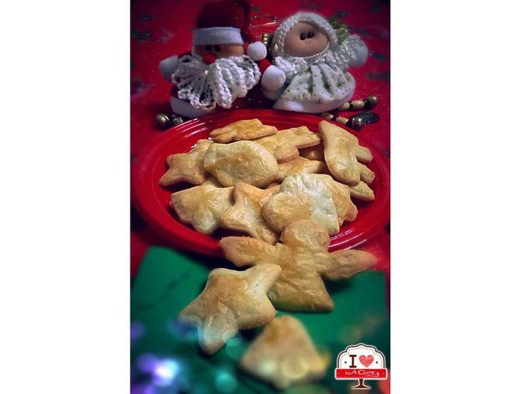 Ed eccoli qui appena sfornati! :-D Noi li rifaremo per Natale come antipasto da stuzzicare con olive e salametti! Che ne pensate? #ilovebaqery #natale #antipasto #frollinialparmigiano #oliveesalametti #abruzzo