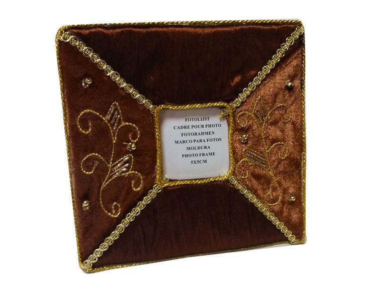***MAXI OFFERTA*** Cornici portafoto in tessuto, vari colori disponibili e vari formati di grandezza, con perline decorative. Misure Disponibili e prezzi: 5x5 a 0,62 euro
