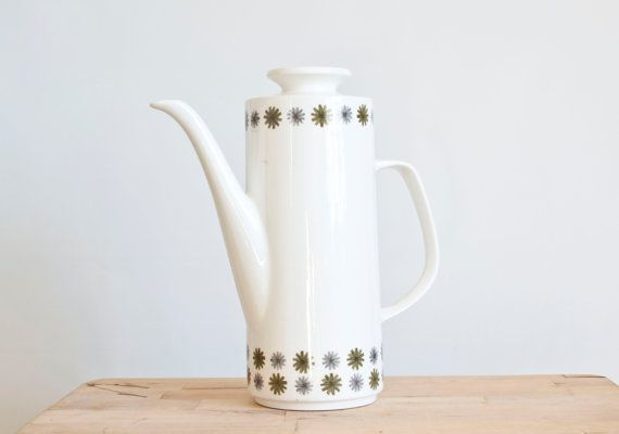 Mid Century Studio J&G Meakin coffee/tea pot made in England. The pattern is green and gray daisies and is called Allegro. It could be used for tea