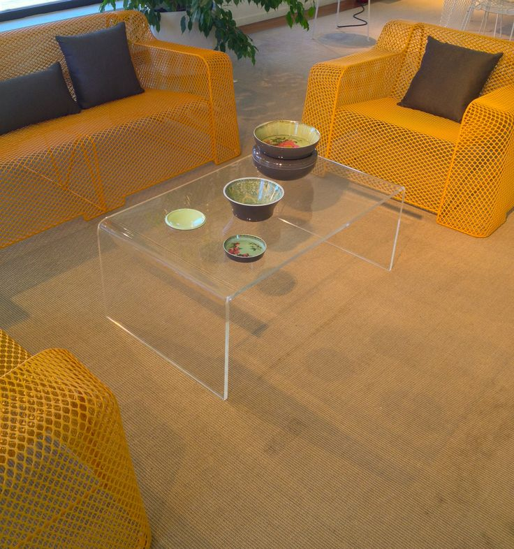 Clear acrylic table for living rooms. #acrylic #plexiglass #table #living #home #decoration #madeinitaly