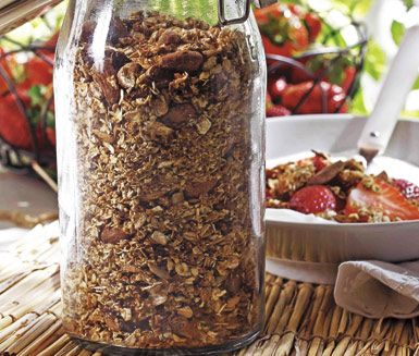 Rostad mandelmüsli är en utsökt müsli full med goda nyttigheter och energi. Jättegott i filmjölk eller yoghurt och en superbra frukost eller varför inte till mellanmål?