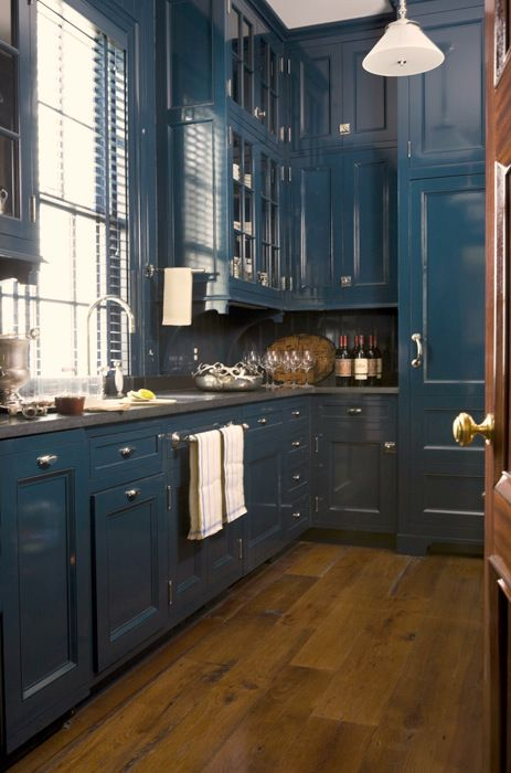 Navy blue Kitchen cabinets is a bold choice for a dramatic look