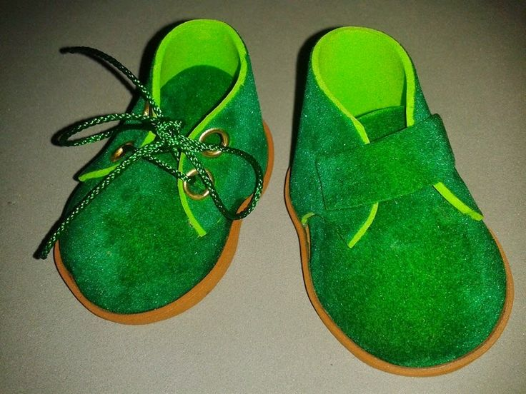 Zapatos básicos de goma eva paso a paso | Aprender manualidades es facilisimo.com