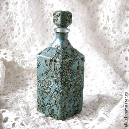 Штоф `Голубой винтаж`.. Бутылка для украшения интерьера. Может использоваться по прямому назначению. Бутылка имеет фактурную поверхность. Послужит достойным украшением интерьера. Станет отличным подарком.