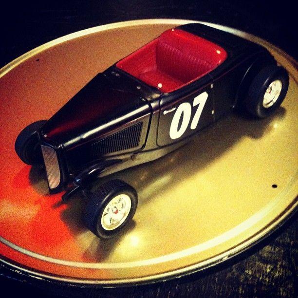 Miniatura Hot Rod 33 #Ford da #Racing Champions (1998, USA), aprox. 20cm de comp. (R$ 265). Loja vai do meio-dia às 19h. (at Antiquário XIII)