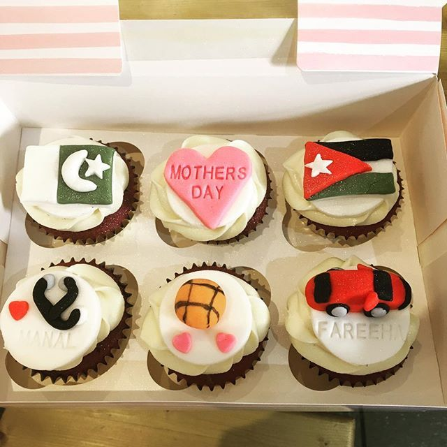 Bespoke Mothers Day red velvet cupcakes - Happy Mothers Day to all Mamas  #mothersday #cupcakes #redvelvet #cupcakery #rusticbakeslancaster #pakistan #jordan