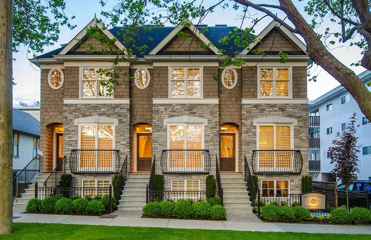 American iconic brownstone design style is popular in urban cities / The Most Popular Iconic American Home Design Styles