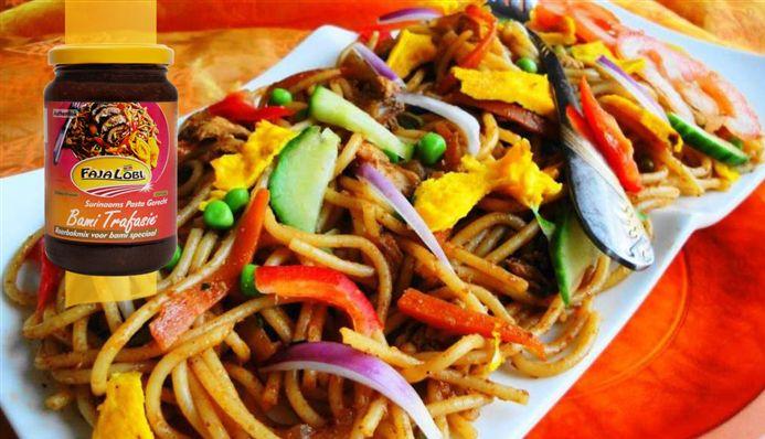 Surinaams eten – Spaghetti Omoe Snesie (Surinaams-Chinese spaghetti)