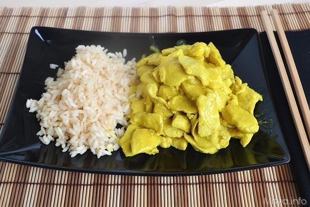 Pollo al latte di cocco e curry, scopri la ricetta: http://www.misya.info/2008/10/20/pollo-latte-di-cocco-e-curry.htm