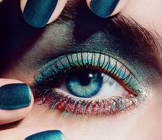 Summer 2013. Se depender da nova coleção de maquiagem da Chanel, seus makes serão muito mais coloridos e divertidos. A L'Été Papillon conta com várias cores de lápis de olho, máscara para cílios coloridas e um quarteto de sombras