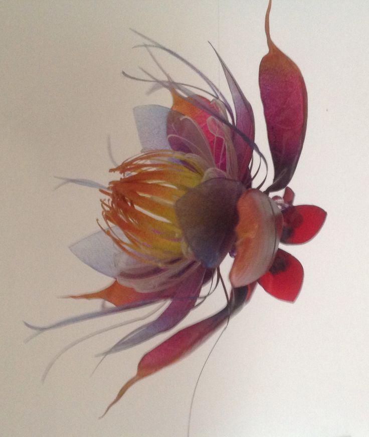 Flor hecha por sandra granger spiak reciclando botellas PET