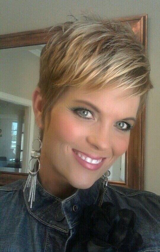 Heb je ook fijn of weinig haar en je wil een stijlvol trendy kapsel? Geen nood deze dames bewijzen dat dit geen probleem is! http://www.korte-kapsels.com
