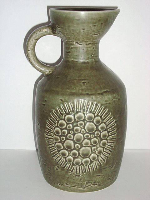 "GUNNAR NYLUND vase – RÖRSTRAND ""Zenit"" H: 21 cm D: 10 cm. År/year 1931-58. Sign: 3 kroner/crowns R (Rörstrand) Zenit. #klitgaarden #rörstrand #gunnarnylund #zenit #swedishdesign #swedishceramics #vase #ceramics #stoneware #keramik from www.klitgaarden.net. SOLGT/SOLD."