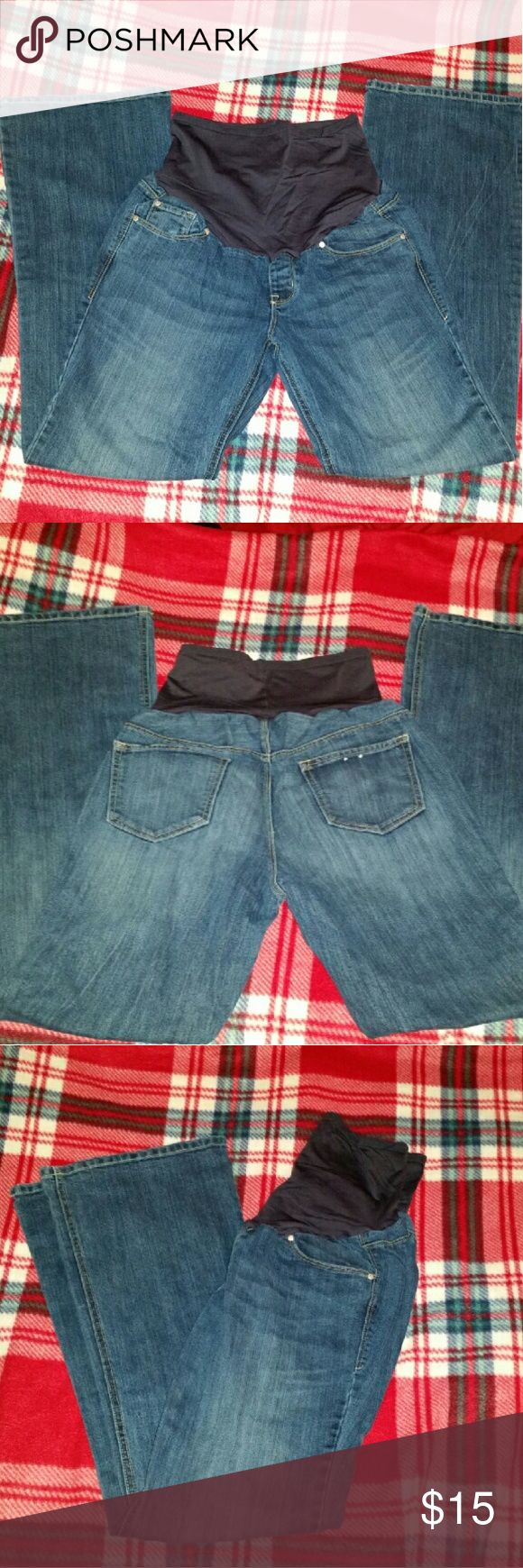 Old Navy Maternity jeans 10 regular Been worn a couple times. In excellent condition. These are size 10 regular. They have the flare/boot leg bottoms. I bundle and take reasonable offers :) Check out all my other Maternity items. Old Navy Maternity  Jeans