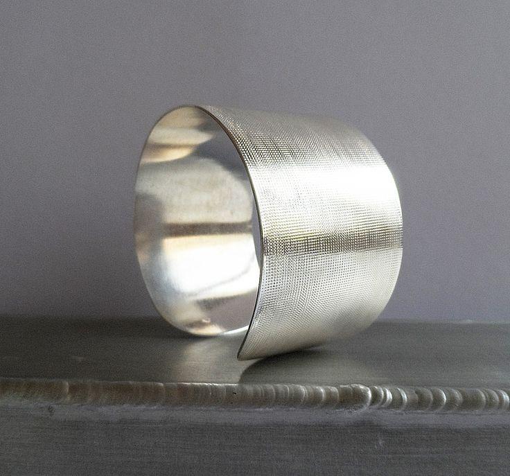 Manchette métal argenté texturé www.malyzarie.fr