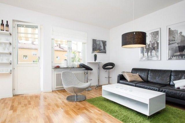 Для контраста в интерьере используются черные предметы, они обращают на себя внимание, являются яркими акцентами и разбавляют общую белизну квартиры.