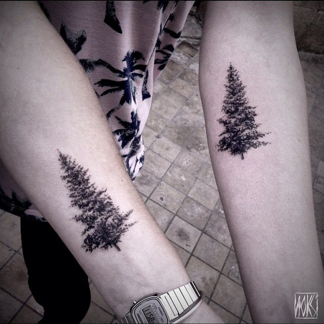 Christmas trees for friendship tattoos. Thanks again girls! (à L'homme Invisible)