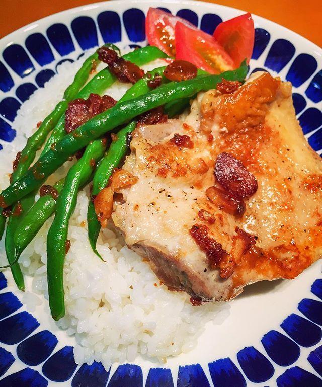 旦那さんが作った夕飯…私が残業だったので帰ってきたら作ってあった!ガーリックチキンプレート!毎日肉プレート…そしてこの時間!でも美味しい!#男飯#肉#プレート#チキン#chicken#rice#男料理#食事#うちごはん#夜ごはん#夜ご飯#晩ごはん#晩ご飯#手作り#food#夕食#手料理#料理#暮らし#夕ご飯 #夕ごはん#ゆうごはん#夏#cooking#instafood#おうちごはん#家ごはん#器#japan#instagood
