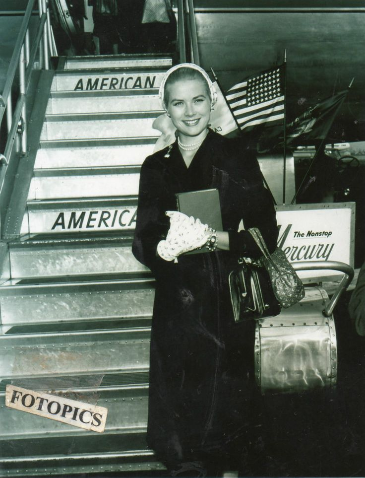 Grace Kelly,a fairytale´s princess. : graceandfamily:  Grace Kelly in New York Airport,...